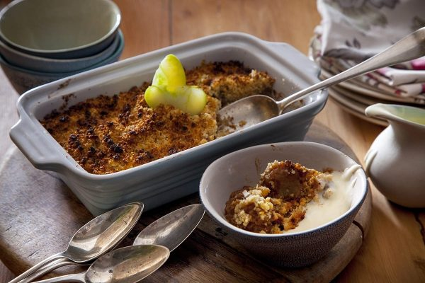 Apple Crumble (for 4/6 ) with crème anglaise